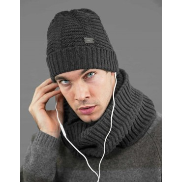 Herringbone hat and round scarf for men model
