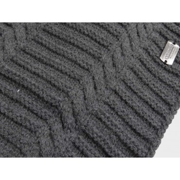 Herringbone hat and round scarf for men detail