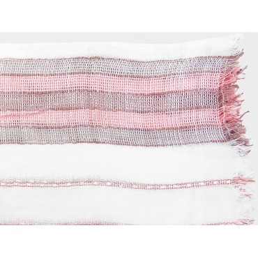 Women's scarf with woven pink stripes detail