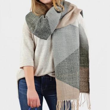 Stola e maxi sciarpa morbida dai colori tenui - dettaglio