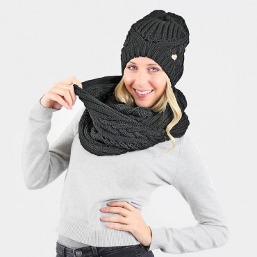 Hat and scarf with oversize braids black