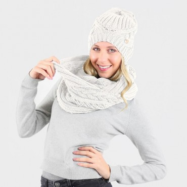 Hat and scarf with oversize braids nature