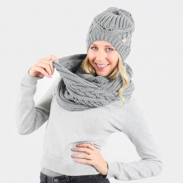 Hat and scarf with oversize braids grey