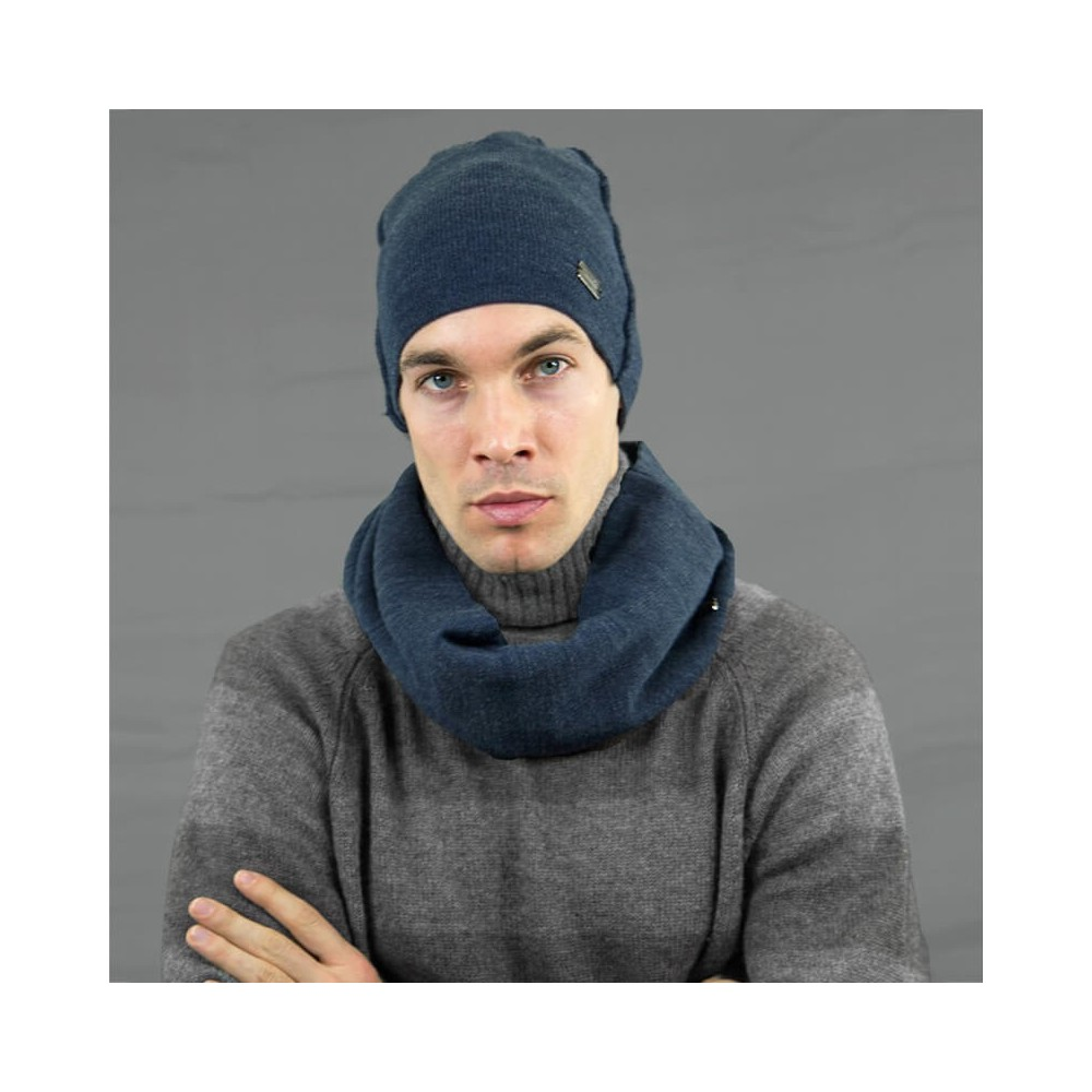 Cappello e sciarpa da uomo con cuciture esterne blu