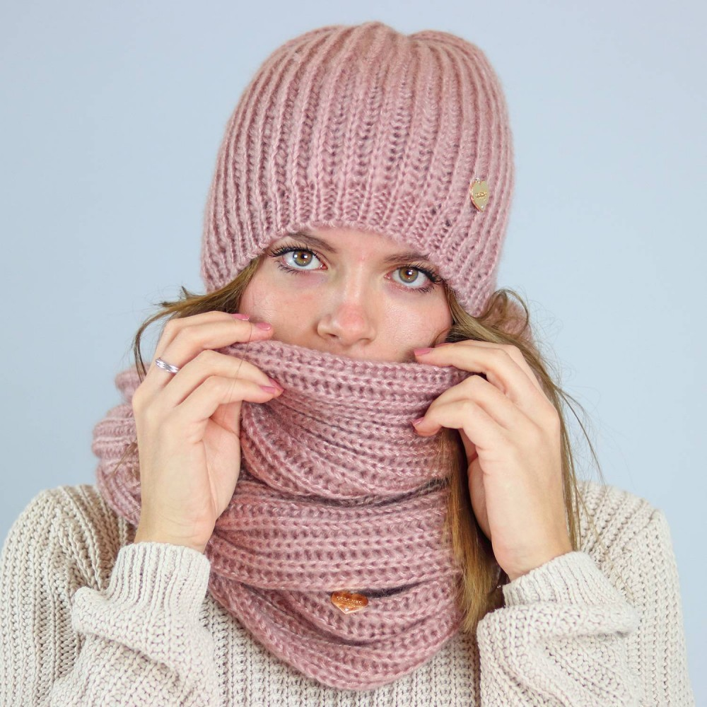 Extra soft beanie and ring scarf  model detail