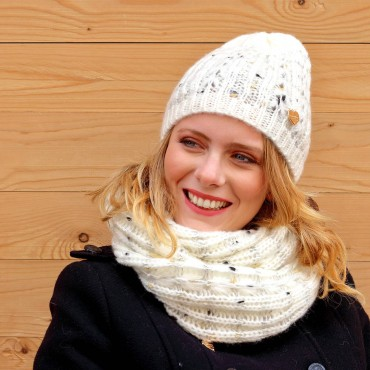 Hat and scarf with gold, silver and black lurex - set