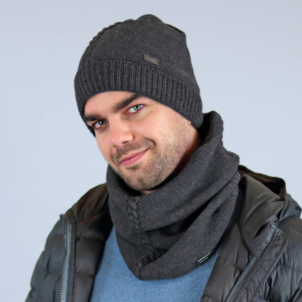 Hat and neck warmer with central braid - model