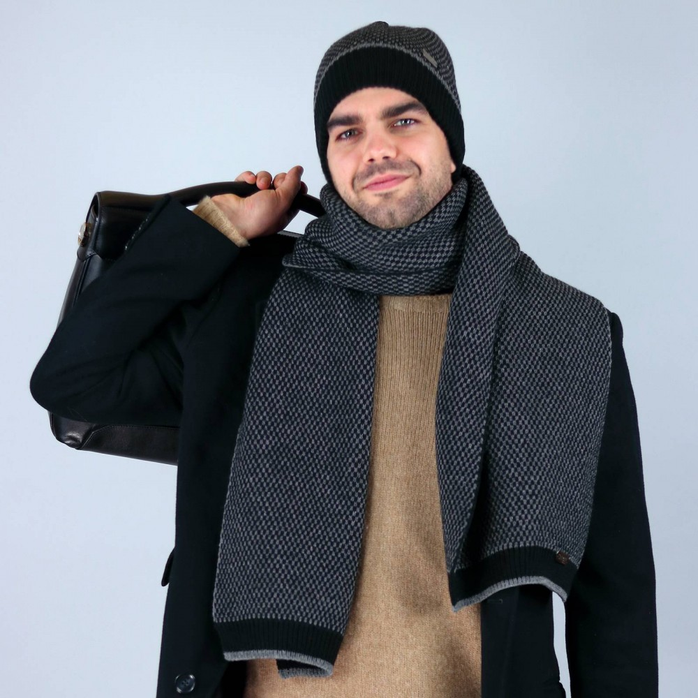 Two-tone honeycomb hat and scarf