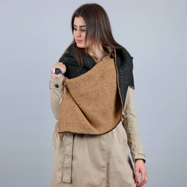 Soft camel and black stole whole model