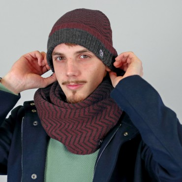 Hat and scarf with zig zag pattern