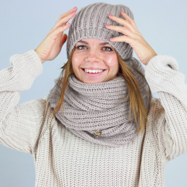 Extra soft beanie and ring scarf  model greige