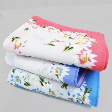 Virginia  - handkerchiefs with daisy pattern