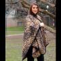 Mantella extra lunga leopardata  indossata
