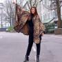 Mantella extra lunga leopardata  indossata strada