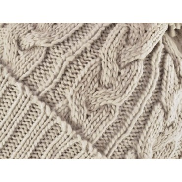 Dettaglio - berretto - cappello morbido tricot lavorato a trecce con risvolto e pompon