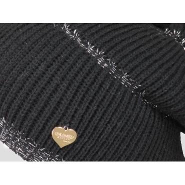 Dettaglio - berretto donna - cappello morbido tricot a balze con lurex argento decorato da una medaglietta d'oro a forma di cuor
