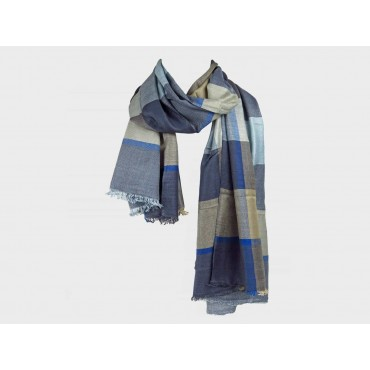 Blue tone checkered scarf in design box - model