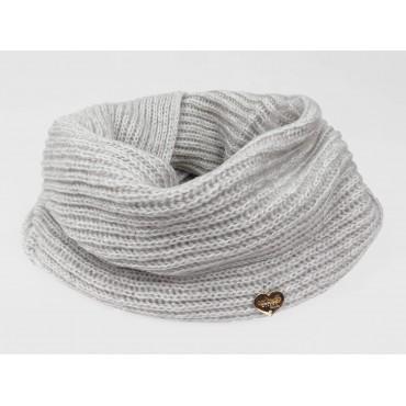 Modello - sciarpa ad anello finissaggio mohair colori delicati