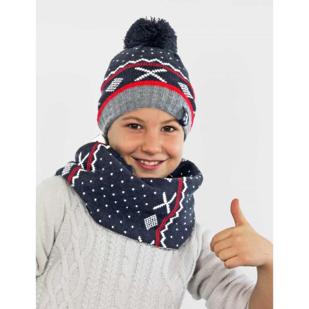 Modello - cappello e sciarpa jacquard da bimbo con pompon e motivi geometrici