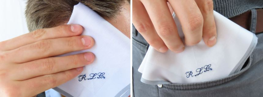 Fazzoletti di stoffa con iniziali ricamate