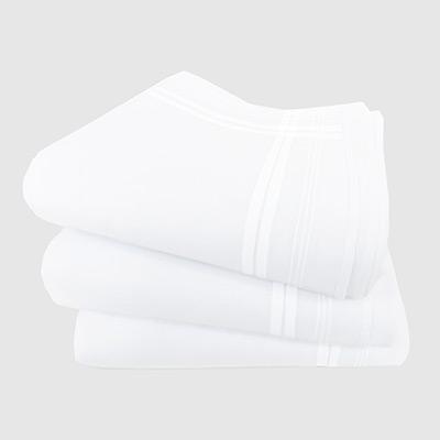 Carattere stampatello ricamato su fazzoletto di stoffa